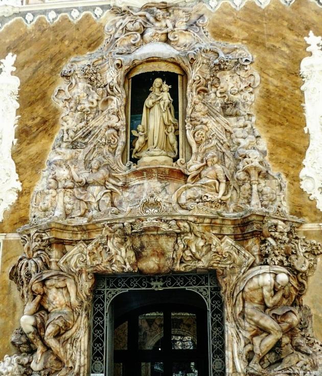 Detalle de la puerta principal del Palacio del Marqués de Dos Aguas de Valencia