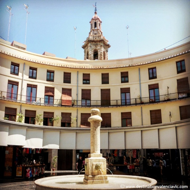 Campanario de Santa Catalina desde la Plaza Redonda de Valencia