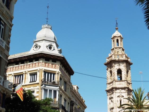 Edificio calle San Vicente y Torre de Santa Catalina