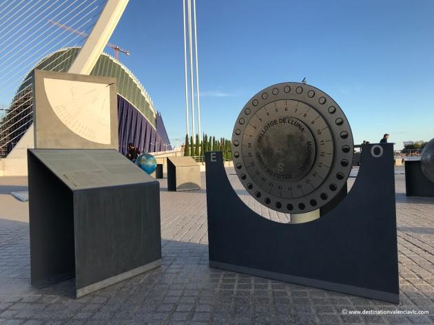 jardin-de-la-astronomia-ciudad-artes-y-ciencias-reloj-luna-valencia