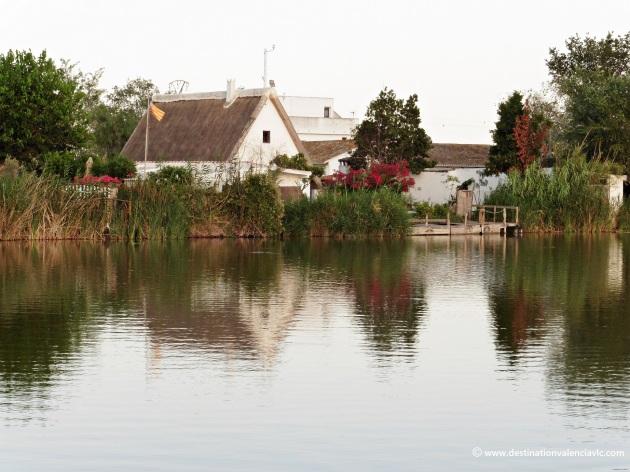 barraca-albufera-reflejo-parque-natural-valencia